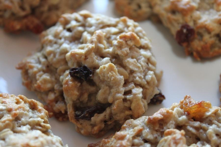 Vegan Oatmeal Raisin Cookie