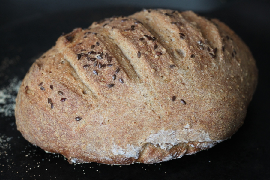 Rye and whole wheat bread with flax seeds