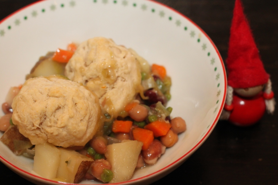 Vegan stew with biscuits
